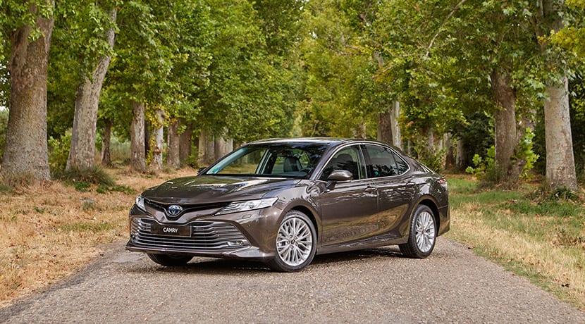 Prueba Toyota Camry perfil delantero