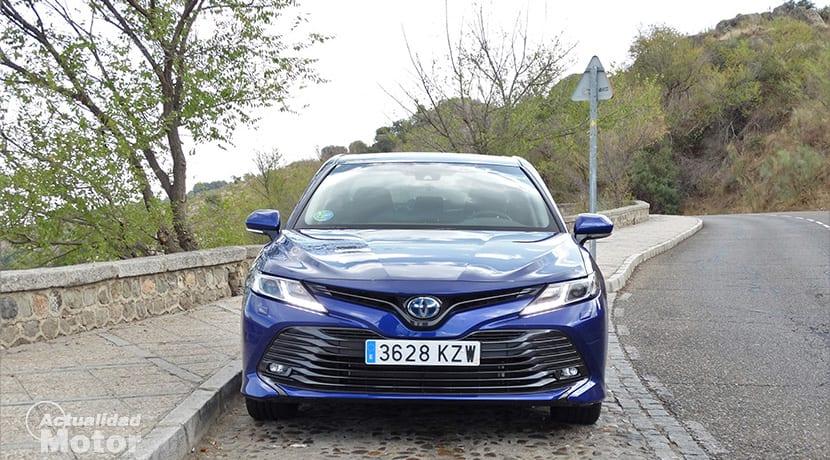 Prueba Toyota Camry 220H frontal