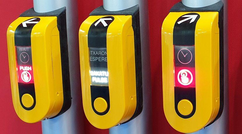 Flechas con relieve de los botones de semáforo