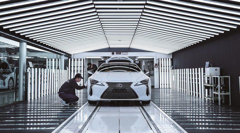La tradanza en fabricar vehículos eléctricos de Toyota
