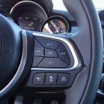 Prueba Fiat 500X Cross controles desde el volante