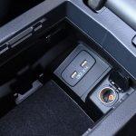 Prueba Subaru Levorg tomas usb y 12 voltios bajo reposabrazos