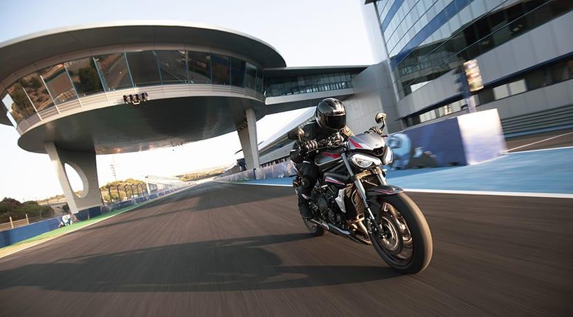 Triumph Street Triple RS 2020 dinámica circuito jerez