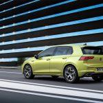 Nuevo Volkswagen Golf en ciudad