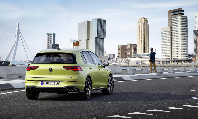 Volkswagen Golf mkviii trasera perfil