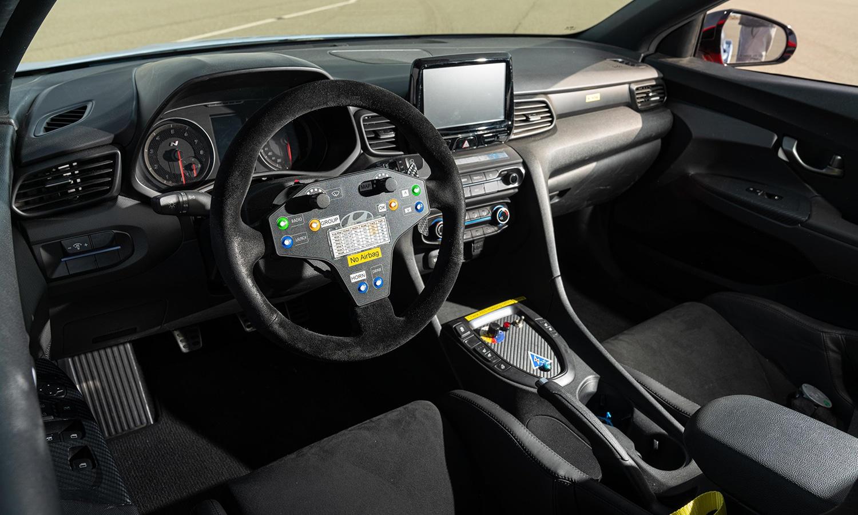 Hyundai RM19 interior