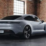 Trasera del Taycan modificado por Porsche Exclusive