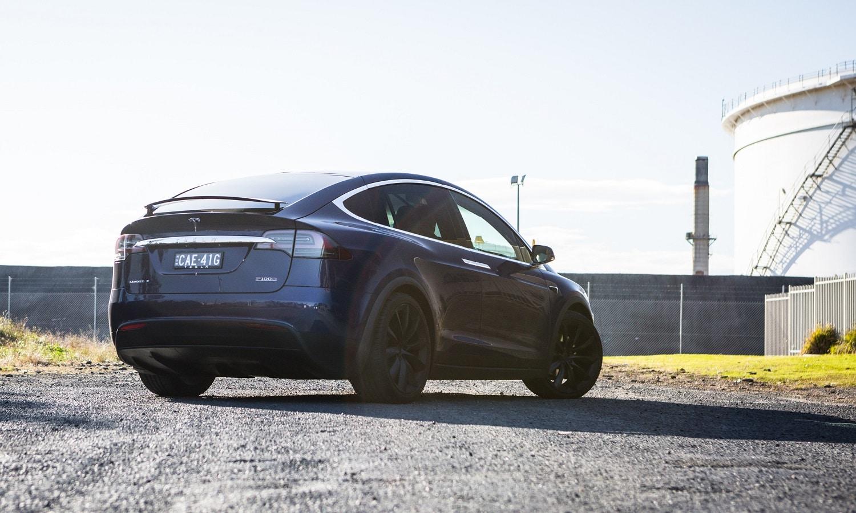 Tesla Model X con el nuevo sistema de conducción autónoma