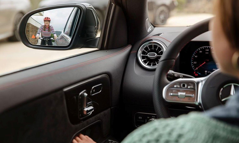 Mercedes-Benz GLA new teaser