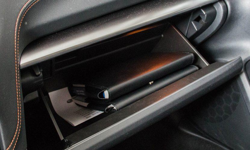 Documentación del vehículo en la guantera