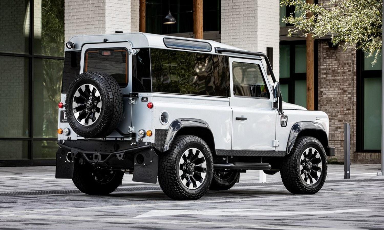 Trasera del Land Rover Defender Blackcomb