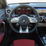 Prueba Mercedes-AMG A 35 Sedán volante y puesto de conducción