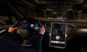 El Autopilot de Tesla tiene menos capacidades en Europa