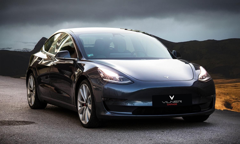 Vilner no ha tocado el exterior del Tesla Model 3 por el momento