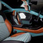 El tapizado del techo del Model 3 también es turquesa