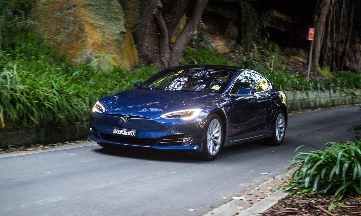 El Autopilot de Tesla en Europa no es como el de Estados Unidos