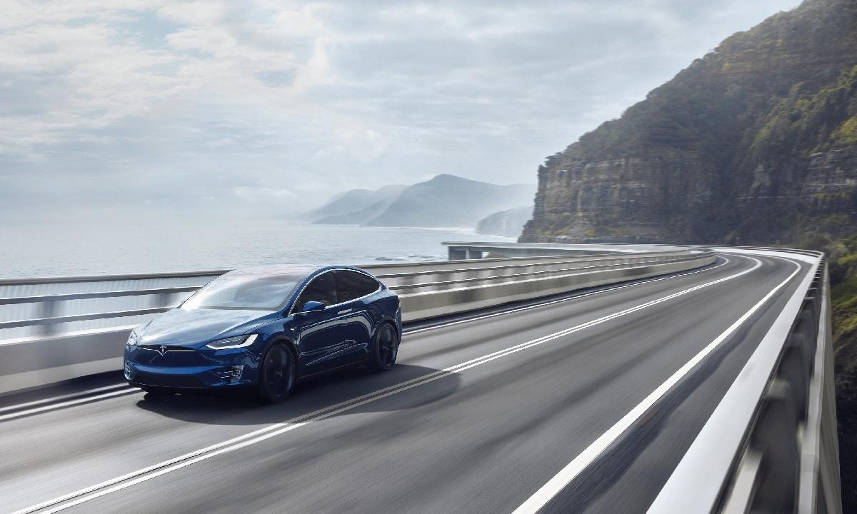 Cambio de carril capado del Autopilot en los Teslas europeos
