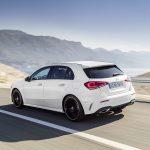 Mercedes Clase A blanco carretera