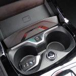 Superficie de carga inalámbrica para móvil del BMW Serie 1