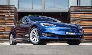 Los coches de Tesla hablarán con los peatones