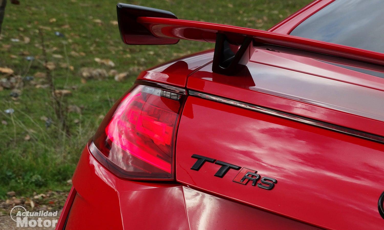 Audi TT RS inscripciones traseras y alerón deportivo