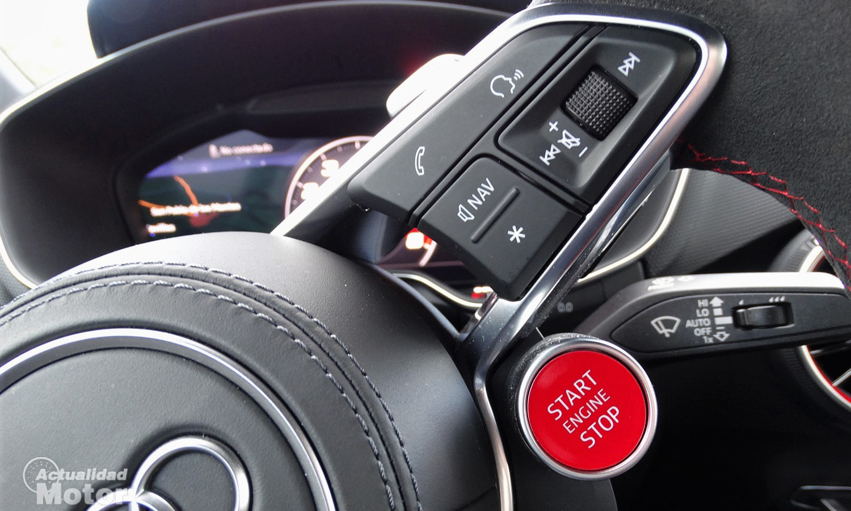 Botón de arranque del motor en volante deportivo Audi TT RS 400 CV