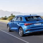 Parte trasera del Audi A3 2020 en movimiento
