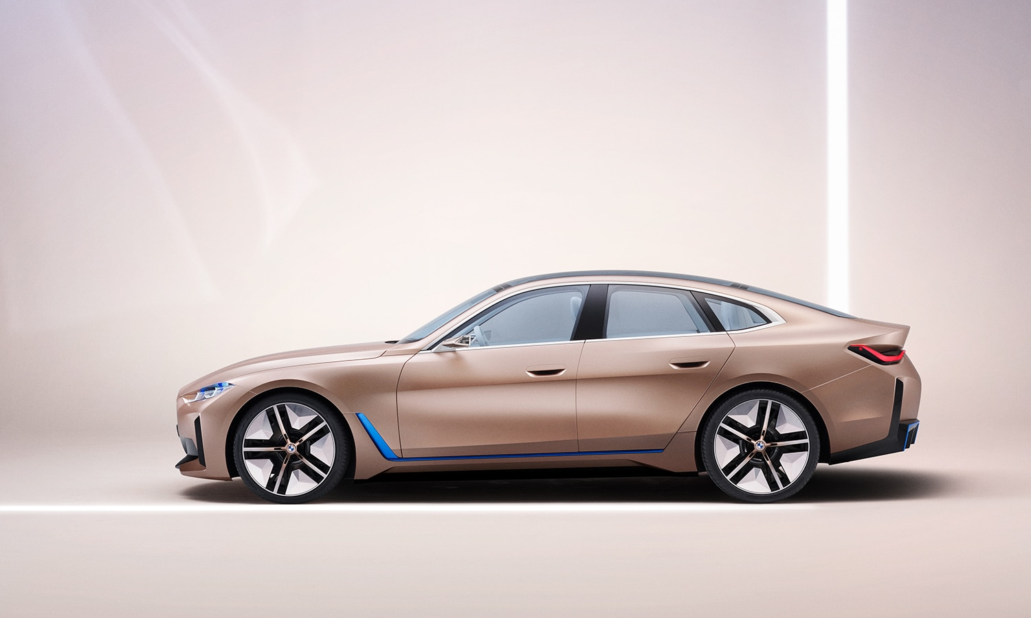 Lateral BMW i4 Concept