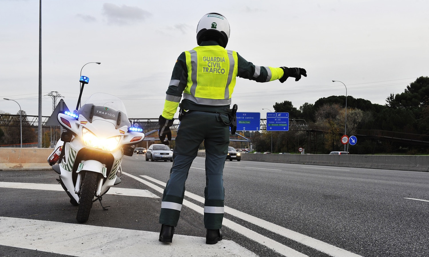 Guardia Civil Tráfico DGT motorista