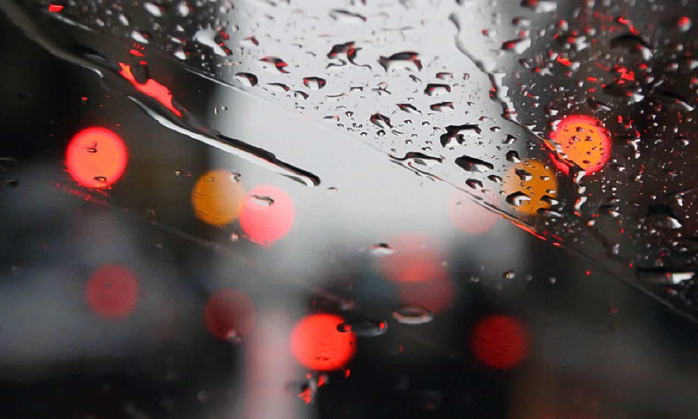 Accesorios para la lluvia en el coche como el paraguas invertido