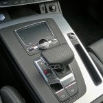 Prueba Audi Q5 55 TFSIe 367 CV palanca de cambios
