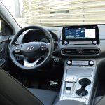 Hyundai Kona Eléctrico puesto conduccion