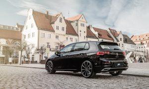 Volkswagen Golf 8 preparado por ABT con llantas y suspensión rebajada
