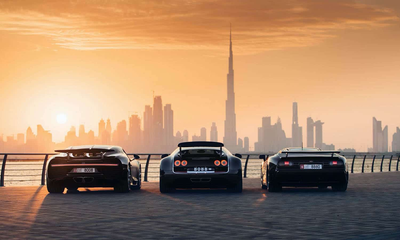 Bugatti Chiron, Veyron y EB110 trasera