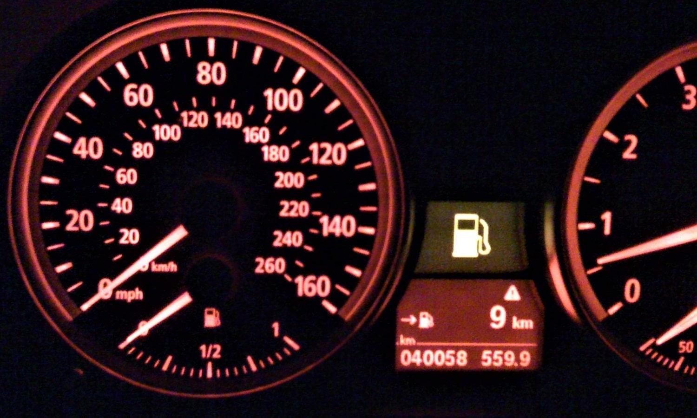 La bomba de gasolina suministra combustible al sistema