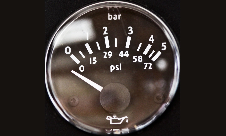 Lapresión del aceite del motor debe estar en los valores correctos