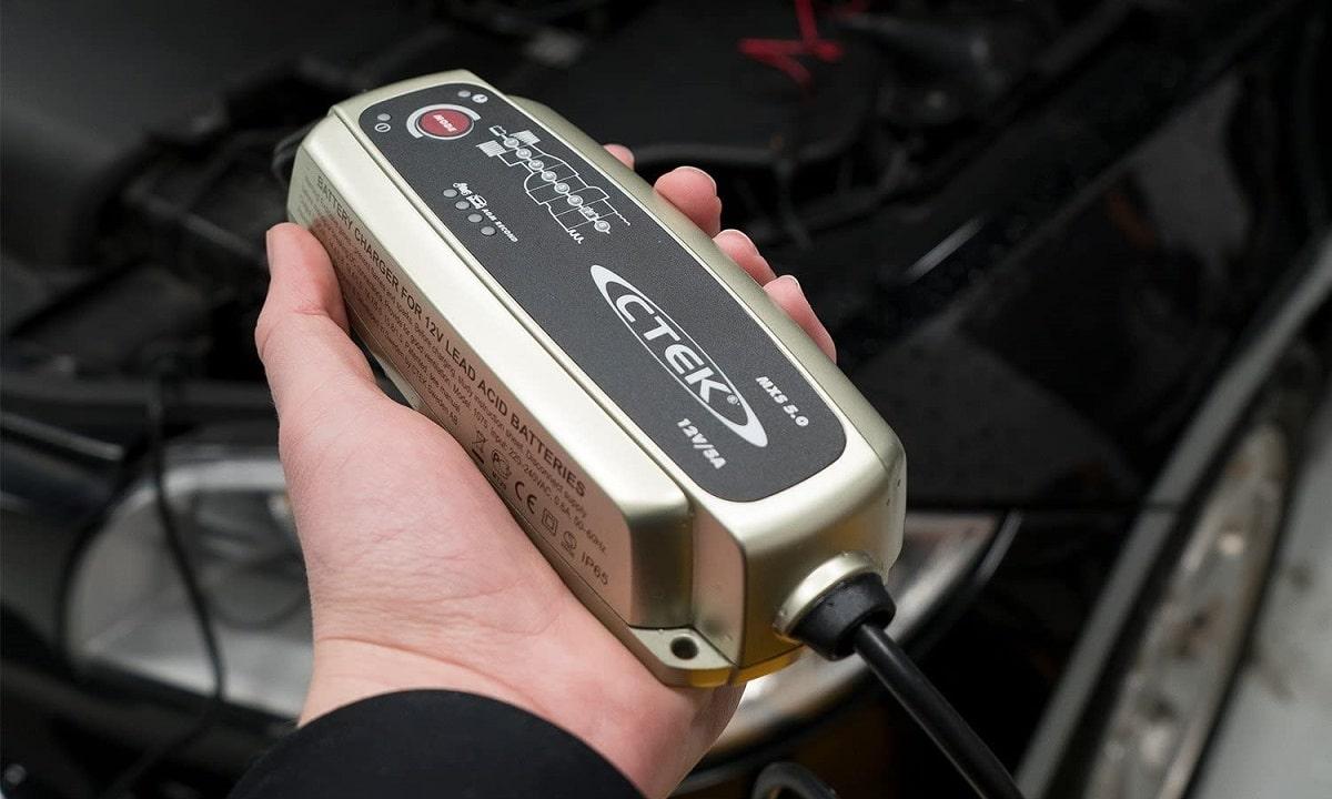 Los cargadores de baterías de coche son fáciles de usar