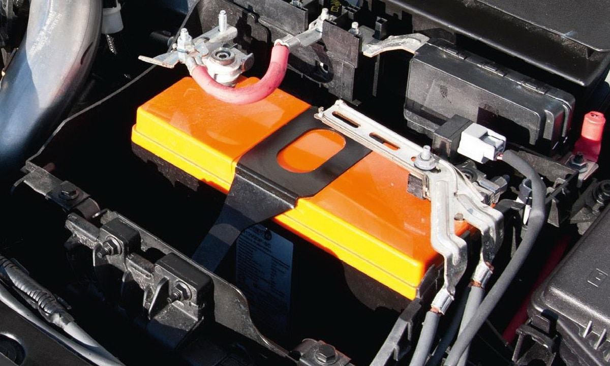 Como comprobar batería con multímetro