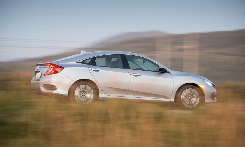 Honda Civic Sedán 1.6 i-DTEC rear-side 2018