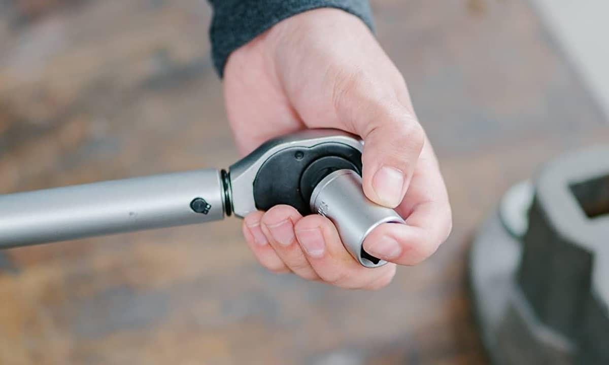 Llave dinamométrica para usar con la caja de herramientas de coche