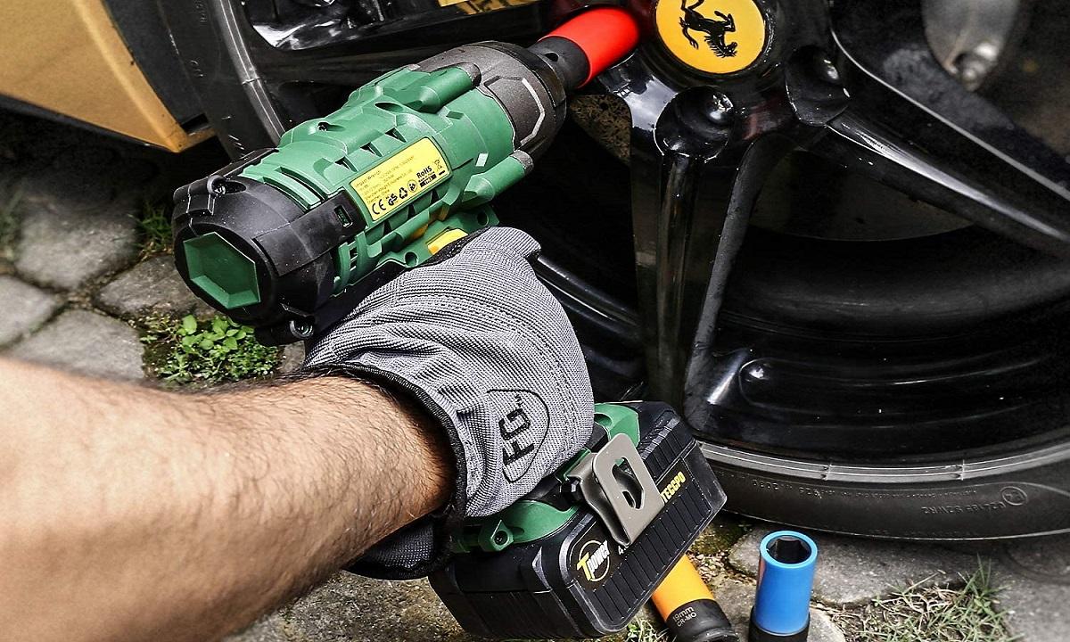 Las llaves de impacto usan la fuerza centrífuga y unos martillos internos