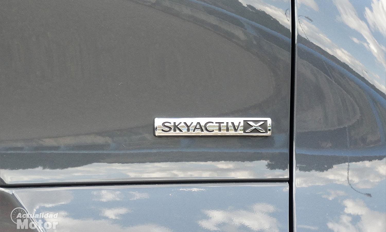 Inscripción Mazda motor Skyactiv-X