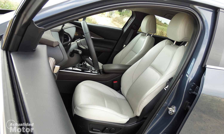 Mazda CX-30 asientos delanteros