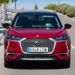 Frontal del DS 3 Crossback E-Tense en carretera