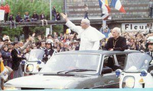 Papa Juan Pablo II Francia Peugeot 604 limusina