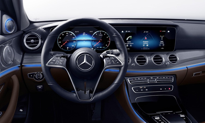 Mercedes Clase E asientos delanteros volante