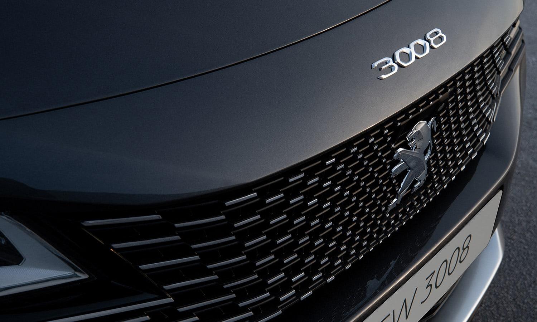 Peugeot 3008 inscripción capó