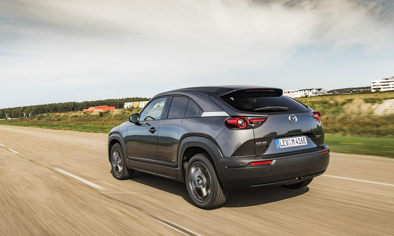 Prueba Mazda MX-30 dinámica trasera