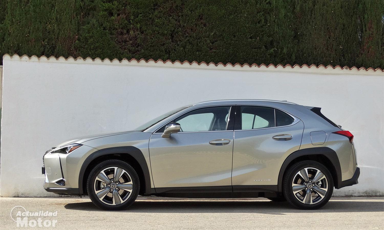 Lateral Lexus UX eléctrico