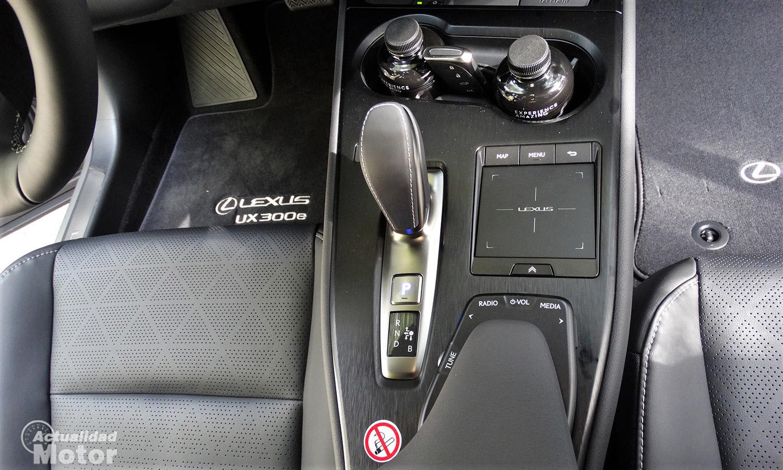 Prueba Lexus UX 300e superficie táctil